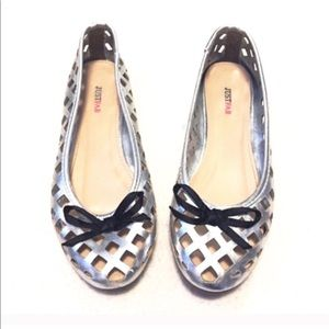 🔷BOGO 1/2 off🔷 Silver cut out bow tie flats 7